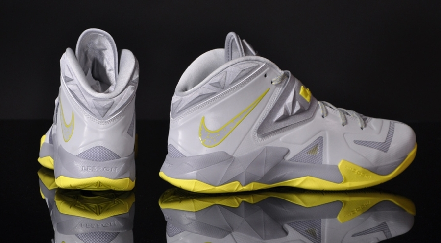 Nike Zoom Soldier Vii Pure Platinum Volt Sneakernews Com