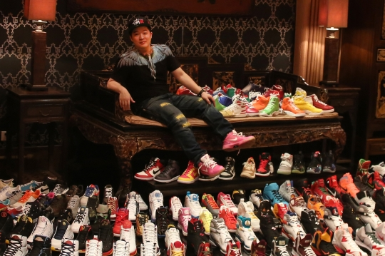 Massive Air Jordan Collection by Evian Chow Featured in FRANK Chapter 52