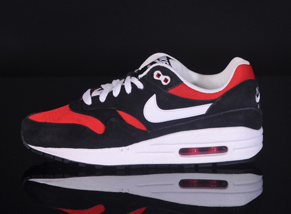nike air max 1 black and red