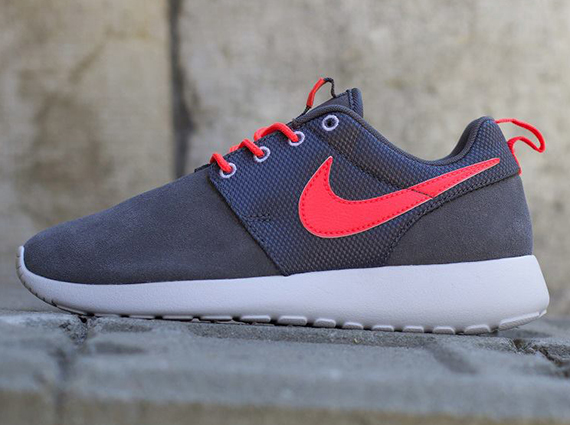 roshe run grey and red