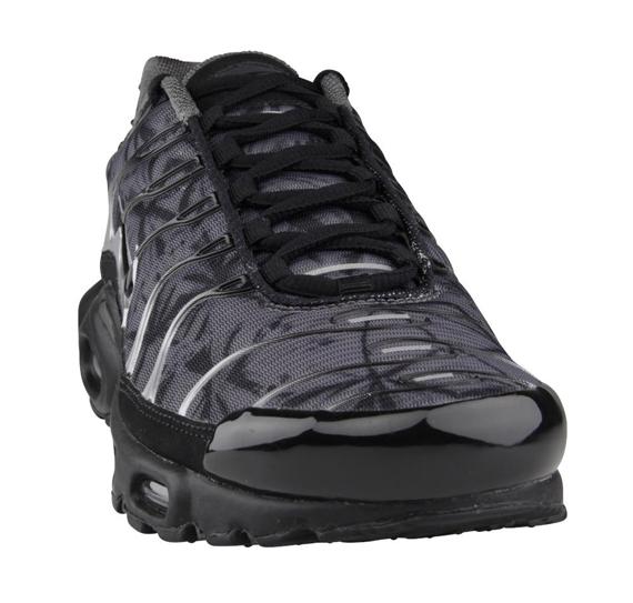 """Nike Air Max Plus """"Dark Grey Camo"""" - SneakerNews.com"""