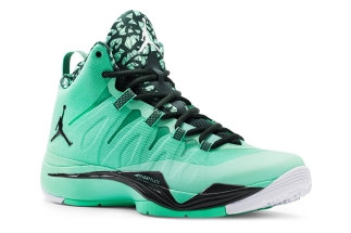 01ac548ee451d Fly 2. Green Glow Black Spruce-White 599945-330 08 01 13  140 More  Jordan  Super.Fly 2