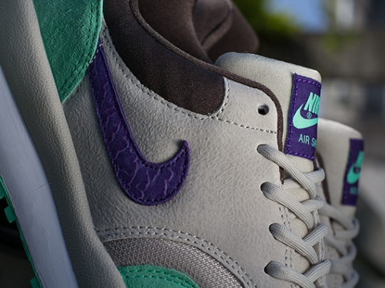 Nike Air Safari – Mortar – Electric Purple – Green Glow – Pottery Brown
