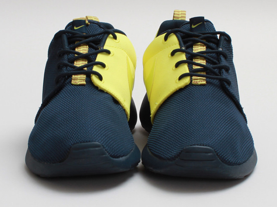 low priced 74182 08fd5 roshe runs navy blue