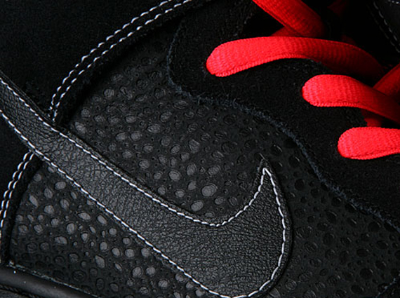 quality design efbcd b9a0e ... Red EC15768 Making its first appearance since a June preview is this  new Nike SB Dunk High.