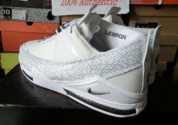 buy popular 0329f a1193 Nike Zoom LeBron II Low