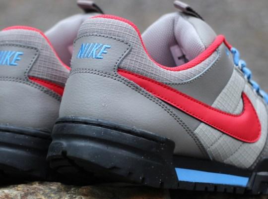 Nike Mogan 2 OMS – Soft Grey – University Red – Blue