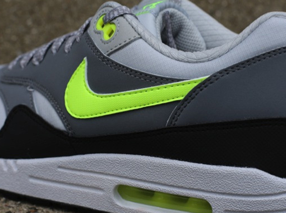 nike air max 1 black green white