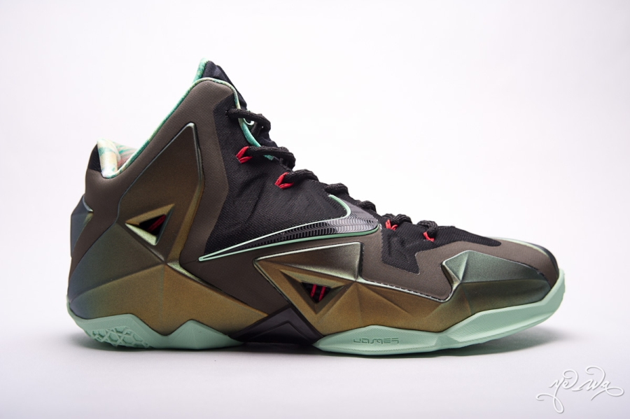 official photos 5c508 20df1 Nike LeBron 11