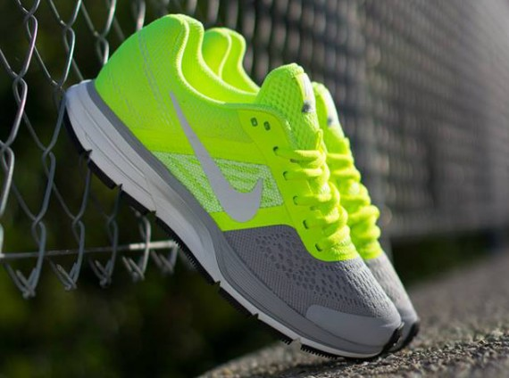 nike wmns air pegasus 30 volt wolf grey white