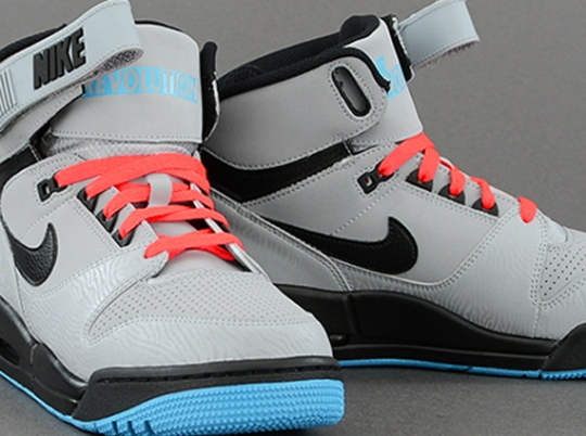 Nike Air Revolution – Silver – Black – Atomic Red – Gamma Blue