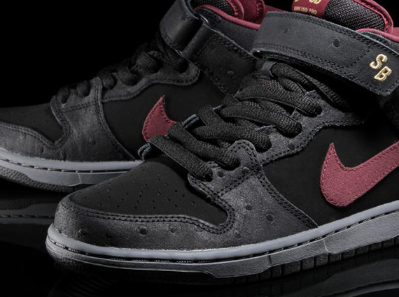 "buy online 9d317 8100e Nike SB Dunk Mid ""Cherrywood Ostrich"""