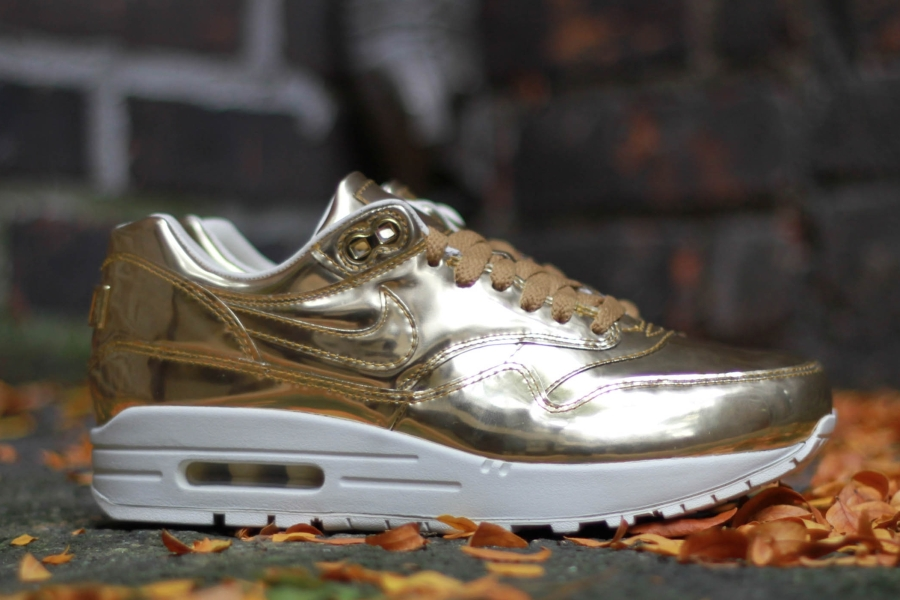 nike wmns air max 1 liquid gold. Black Bedroom Furniture Sets. Home Design Ideas