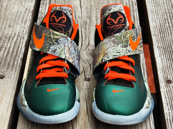Gourmet Kickz is not one for one and done themes on his custom sneakers.  More often than not 85ffc1809
