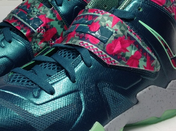 Nike Zoom Soldier VII Dark Sea Pink Flash Green Glow Wolf Grey