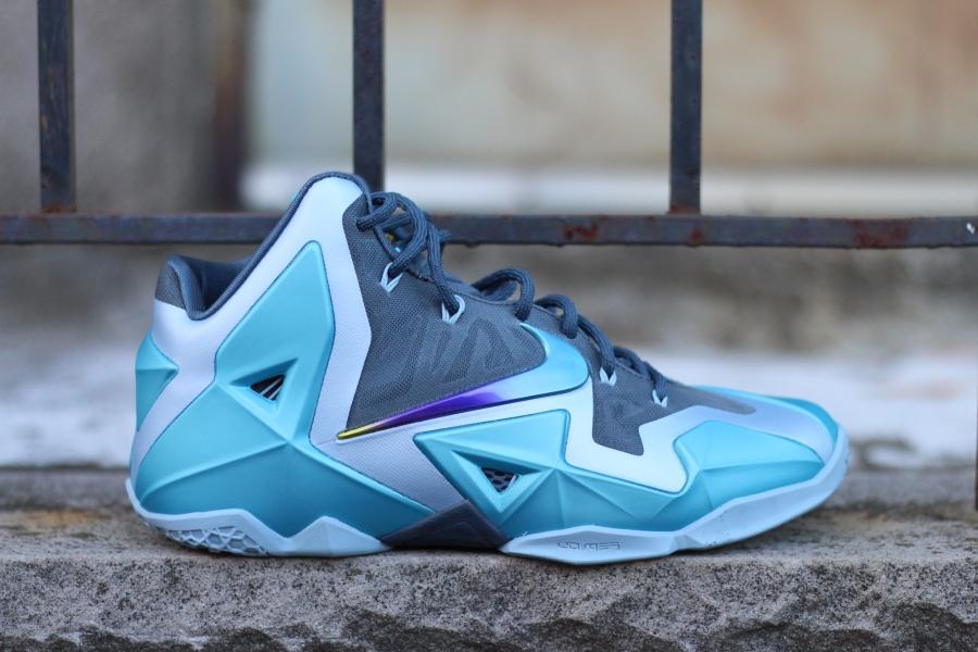 online store 34262 495c9 Nike LeBron 11