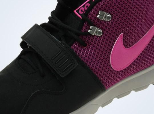 Nike Trainerendor – Black – Pink Flash – Raspberry Red