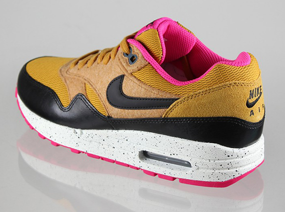 Nike WMNS Air Max 1 'Gold SuedeBlack Dark Armory Blue Sail