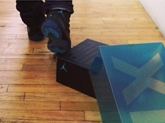 "Usher Unboxes the Air Jordan 11 ""Gamma Blue"""