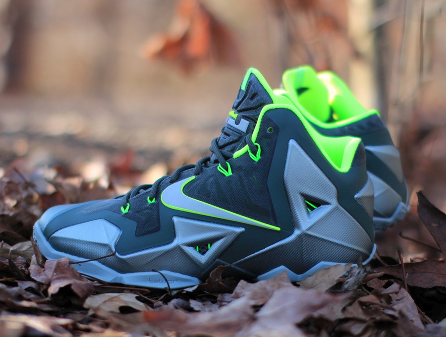 "huge discount 65ea3 09b7f Nike LeBron 11 ""Dunkman"" – Arriving at Retailers"
