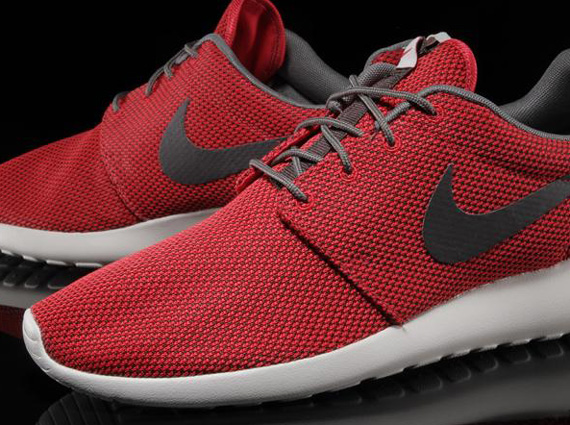 nike roshe run red