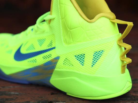 Encantador entrenador suizo  Nike Zoom Hyperfuse 2013 - Volt - Vivid Blue - SneakerNews.com