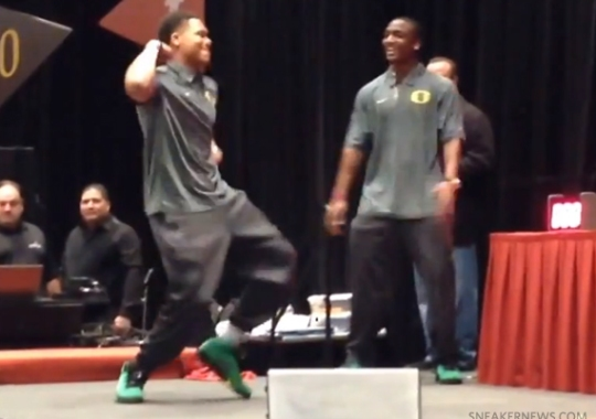 Oregon Ducks Football Team Doing the Dougie in Air Jordan 5 PEs