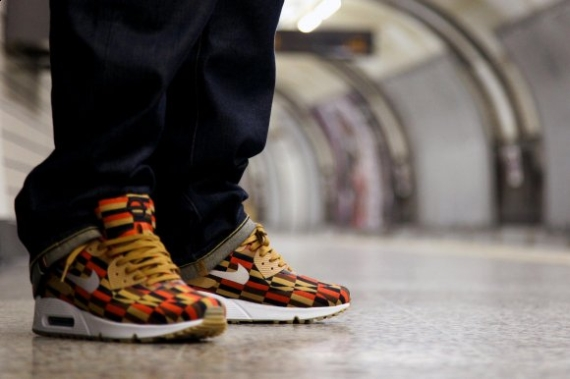 "London Underground x Nike Air Max ""Roundel"" Collection On"