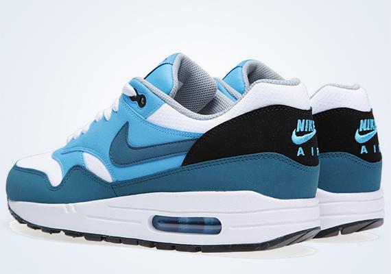 separation shoes cf20c 16cc4 Nike Air Max 1 Essential – Night Factor – Vivid Blue – White – Black