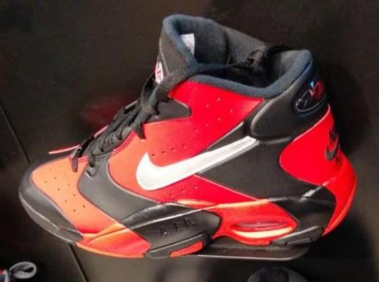 Nike Air Up – Black – Red