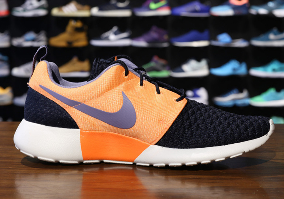 roshe run black and orange