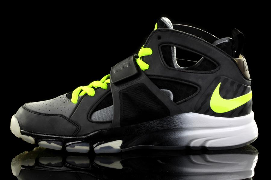 Nike Zoom Huarache TR Mid – 2010 1d2be7a285