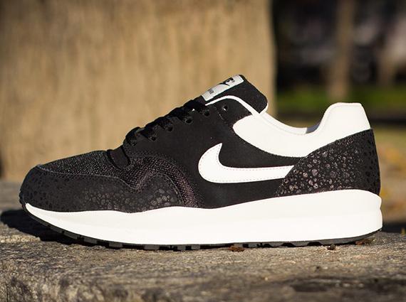 91b984e8244081 Nike Air Safari - Black - Sail - SneakerNews.com