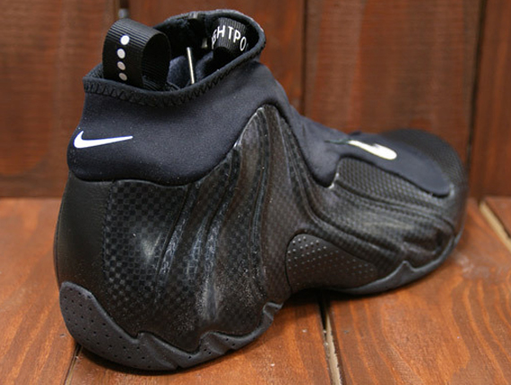 If you weren't feeling the zipper-less remake that was the Nike Air  Flightposite Exposed then fear not, as the original build is indeed making  its way back ...
