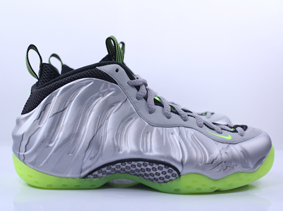 first rate ac386 a6b82 Nike Air Foamposite One - Metallic Silver - Volt ...