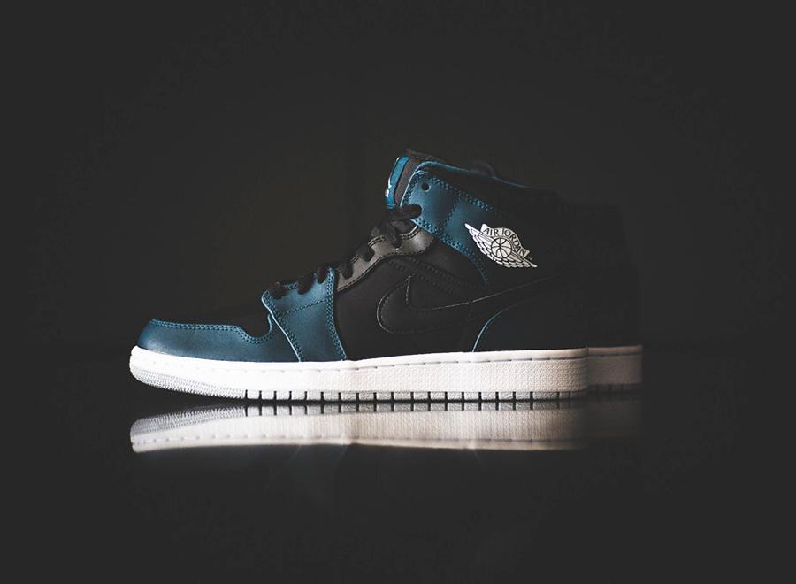 Air Jordan 1 Mid – Black – Night Shade
