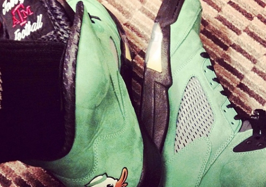 "Johnny Manziel Shows off his Own PE of the Air Jordan 5 ""Oregon"""