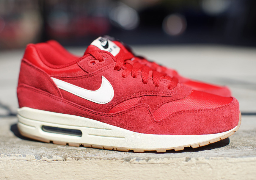 all red nike air max 1