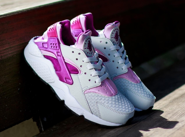 sports shoes 75fc9 81404 Nike Women s Air Huarache - Light Base Grey - Light Arctic Pink -  SneakerNews.com