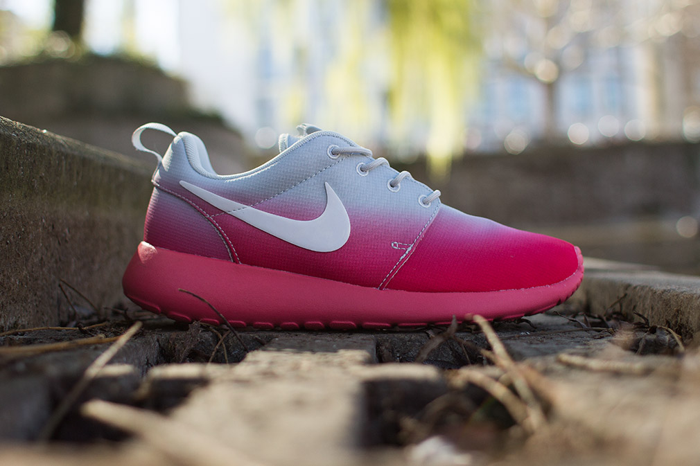 "nike air max ltd wright préscolaire chaussure de course casual - Nike Roshe Run ""Gradient"" - Grey - Pink - SneakerNews.com"