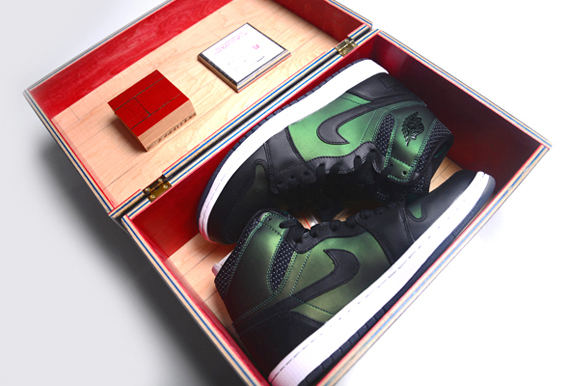 The Nike SB Air Jordan 1 is a brand blurring project that presents some  interesting implications in terms of packaging. It's both a Nike SB and an  Air ...