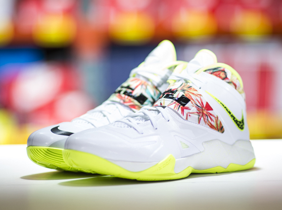 reputable site d429b 4f307 quot King s Pridequot Nike LeBron Soldier 7 on sale