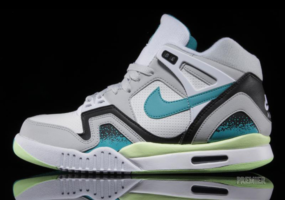 detailed look b2904 8e96d well-wreapped Nike Air Tech Challenge 2 quotTurbo Greenquot Available
