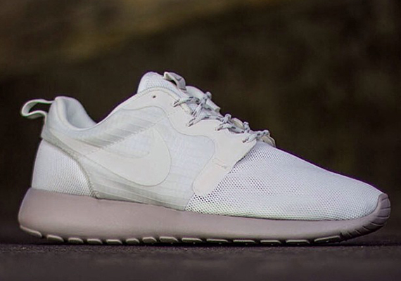 02cb29dfb3a0 Nike Womens Roshe Run Hyperfuse - Sail - Medium Orewood Brown ...