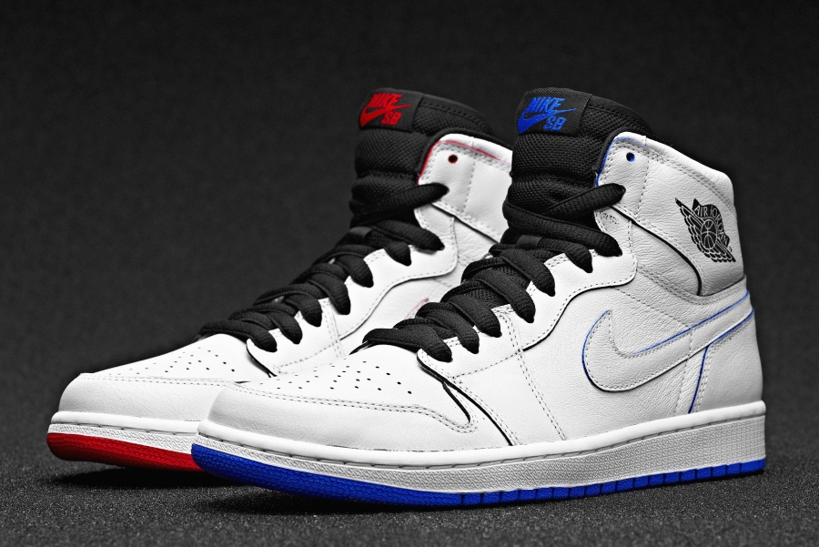 Dunks In White Paint