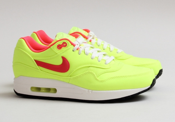 nike wmns air max 1 prm magista collection letters