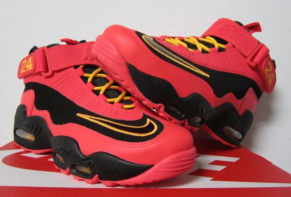 bf9e087717 Nike Air Griffey Max 1 - Black - Laser Crimson - Atomic Mango -  SneakerNews.com