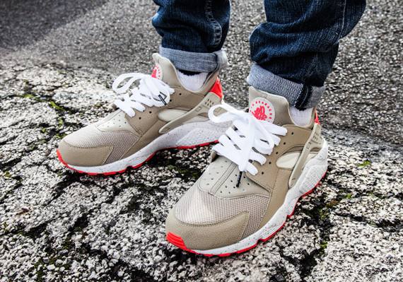Nike Air Huarache Light Beige Laser Crimson Sneakernews Com