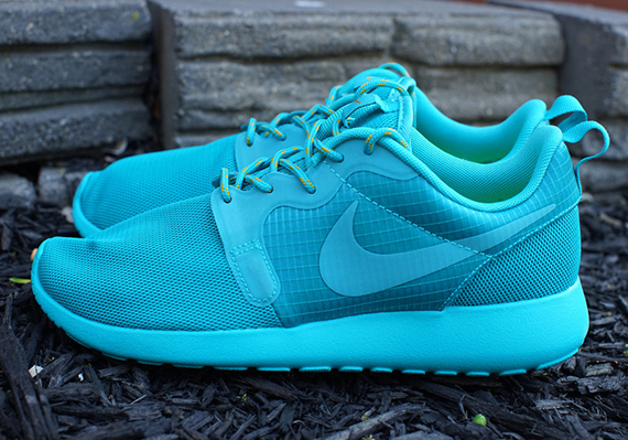 03195b1572bd The opinions and information provided on this site are original editorial  content of Sneaker News. Which women s Nike Roshe Run ...