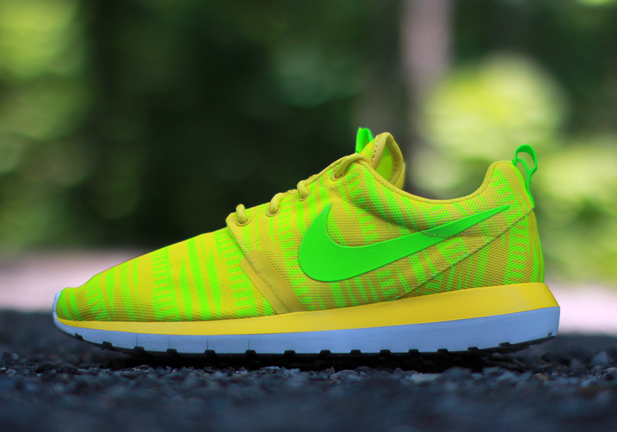 nike roshe one flyknit yellow pages